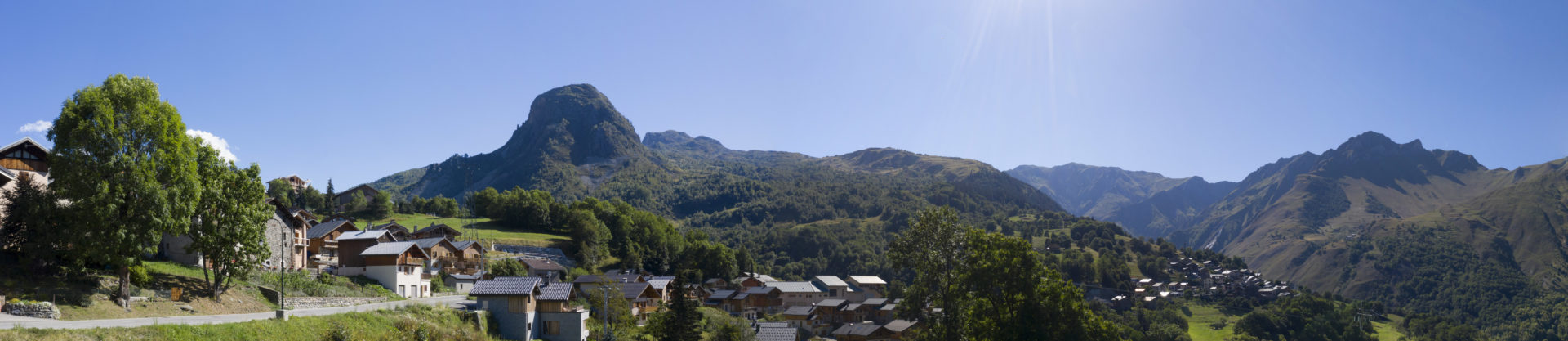 Les Chalets du Cheval Noir - Panorama Chalet A - vue côté sud ouest Saint Martin de Belleville Savoie France